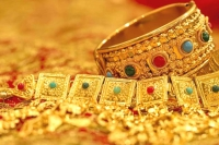 Gold and silver price slashes today as it declines in international market