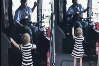 Toddler tells bus driver her fave song he stops everything to dance with her