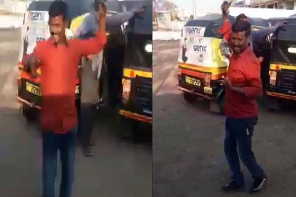 Viral video auto driver s dance on wajle ki bara lavni marathi song goes viral