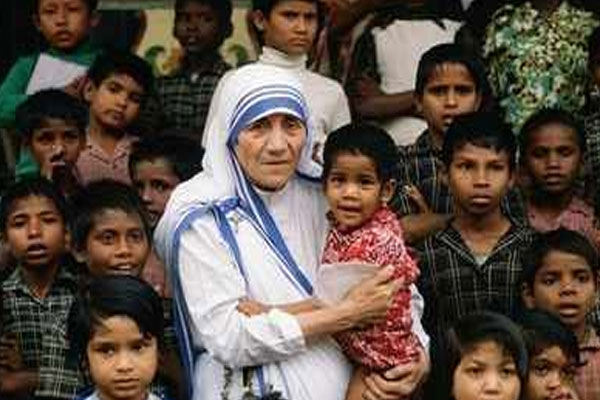 Mother teresa the tiny nun with a large heart in blue bordered sari