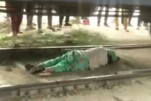 Woman escaped being crushed under moving train in haryana